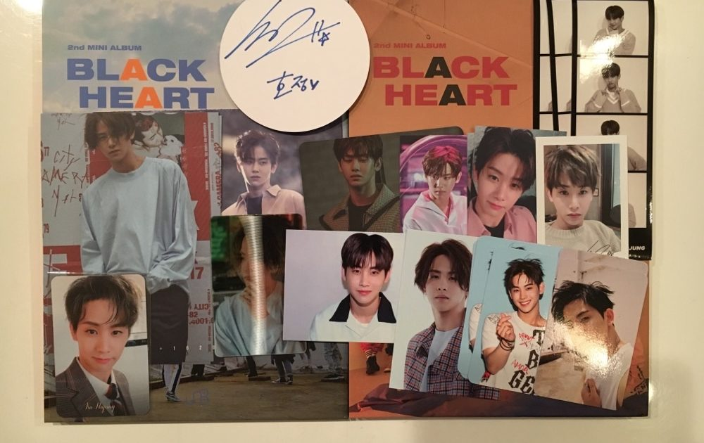 UNB and HOTSHOT Ko Hojung Goods
